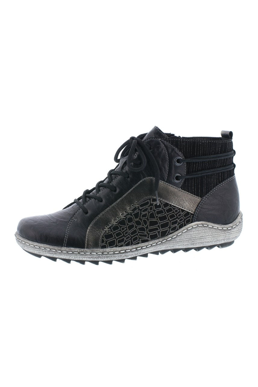 Hightop Lace Up Sneaker