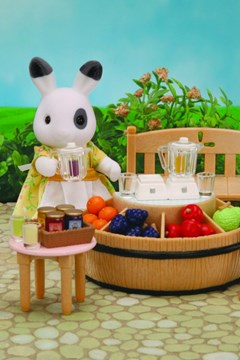 Juice Bar with Betty Rabbit -