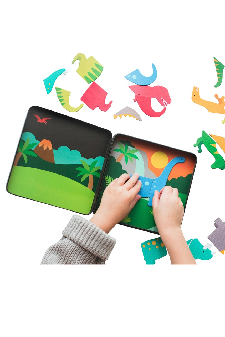 Dinosaur Kingdom On-The-Go Magnetic Play Set