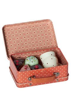 Suitcase With 4 Cupcakes & 2 Cups 1