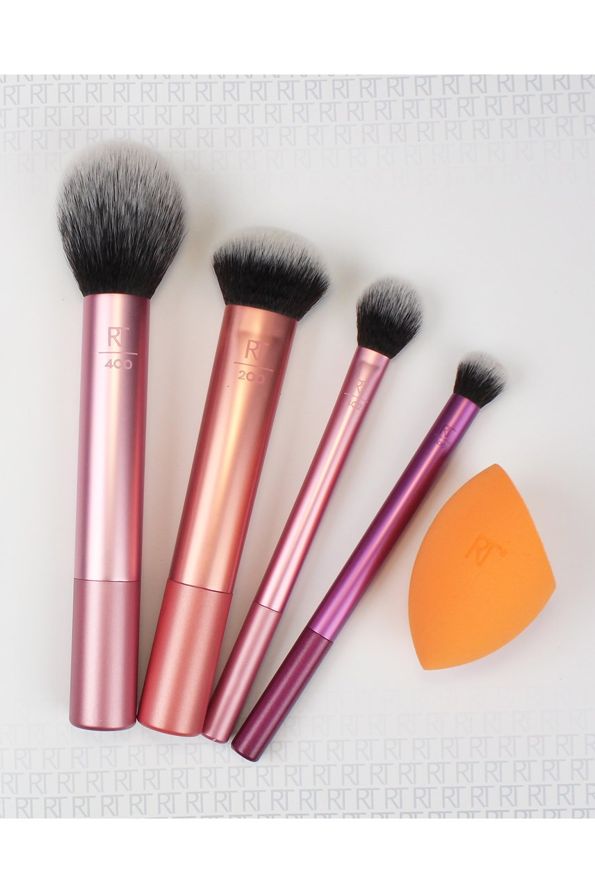 Everyday Essentials Set 4 Brushes 1 Sponge